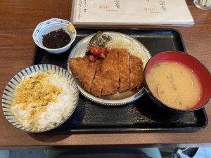 ヤナギストアトンカツ定食
